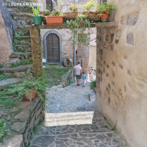 Strada nel borgo di Careno - Foto di Sossupermamma -