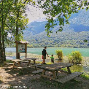 Tavoli per pic-nic al Lago di Piano