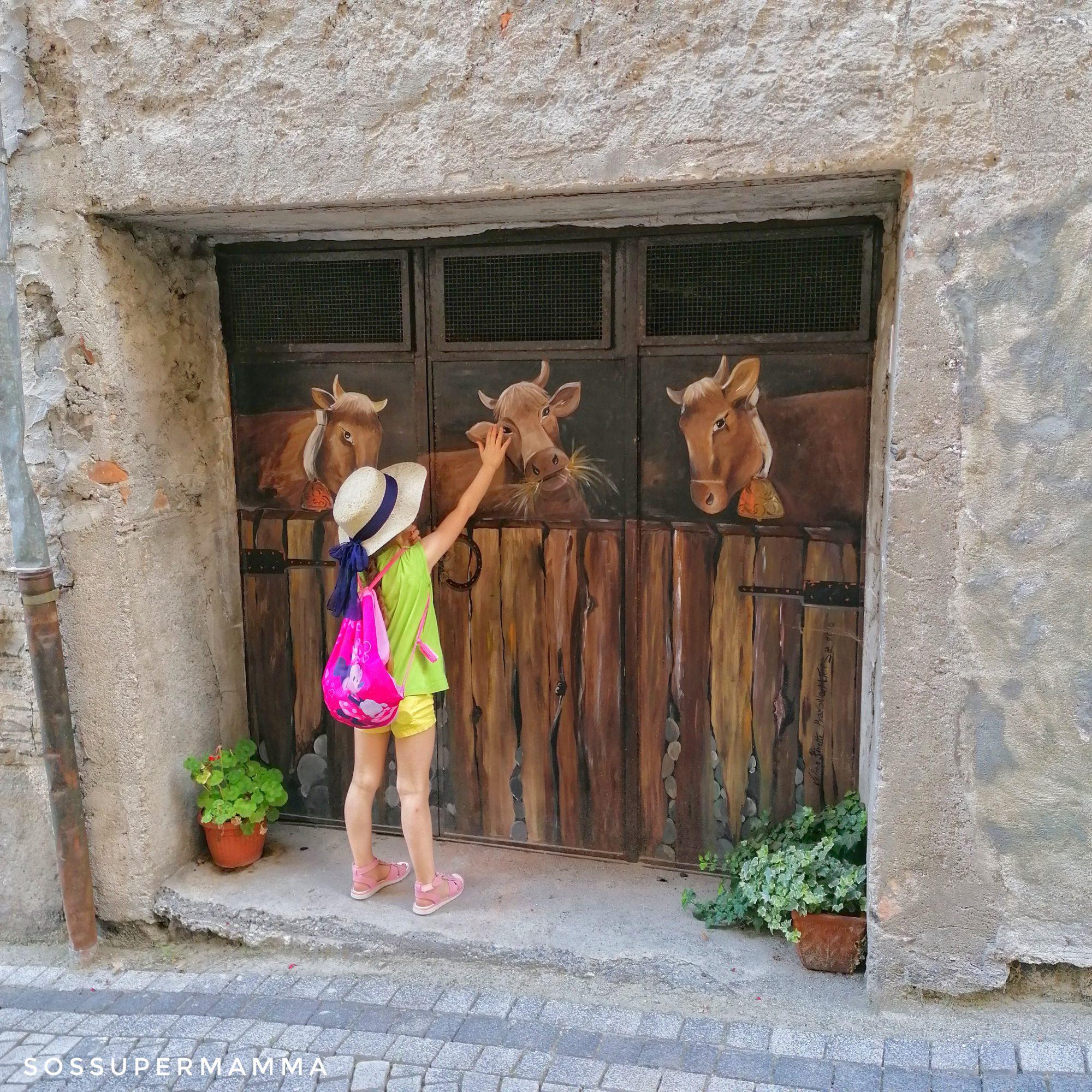Claino con Osteno, mucche nella stalla