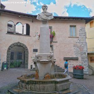 La fontana nella piazzetta della Torre