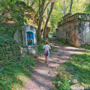 Il sentiero nel Parco delle Marmitte dei Giganti