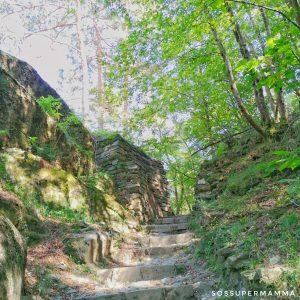 Le scale lungo il sentiero